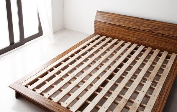 スノコ仕様のベッド