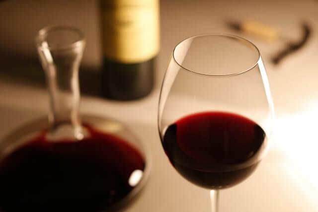 ワインとワイングラス写真