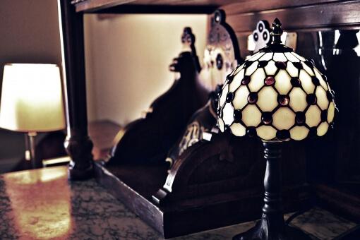 重厚感のある濃茶の家具