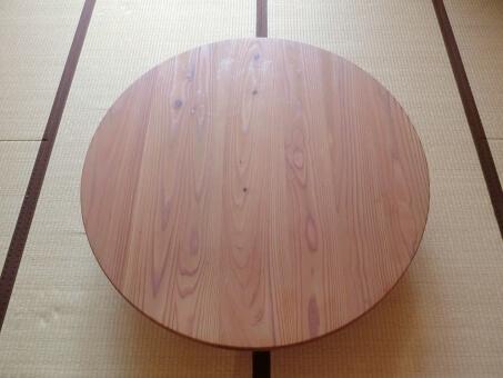 木製の円卓