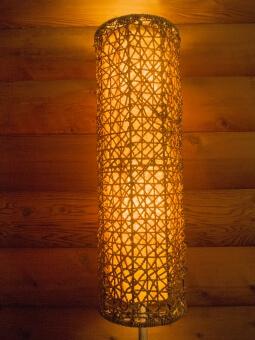 竹で編んだ照明
