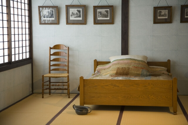 和室をアレンジしてベッドを置く