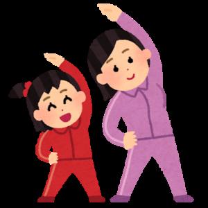 ラジオ体操する親子