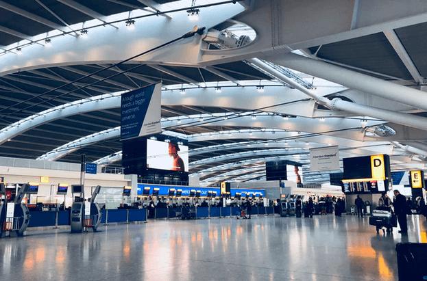空港のロビー